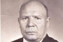 Родился в селе Верхняя Павловка 15 января 1923 года. Окончил 5 классов сельской школы. По окончании школы в 1932 году поступил в школу Ф30, в 1940 году приехал в село Тоцкое, стал работать шофером. Оттуда ушел на фронт и с 1942 по 1950 год прослужил в армии, после чего вернулся домой. Стал работать шофером. Потом ушел на кондитерско-булочный комбинат. Там и пошел на пенсию. В настоящее время живет в Оренбурге.